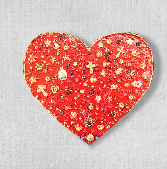 Coração de cerâmica da artista Suzana Barão